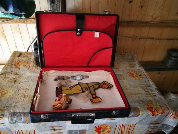 Дизайнерски стар куфар