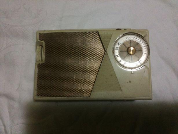 Radio de colectie GE P805A