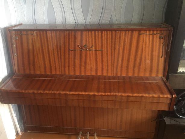 Пианино в хорошем состояние