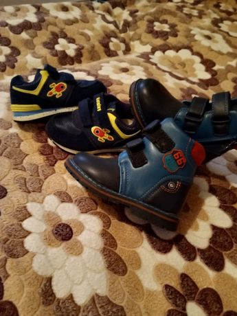 Обувь на мальчика 22 раз за все вместе 4000