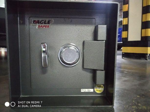 Сейф встраиваемый бронированный со сменным механическим кодом