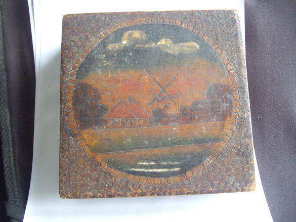 Стара дървена кутия.
