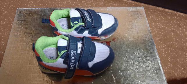 Продам детские кроссовки. Размер 24
