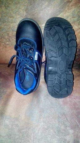 Работни обувки с желязно бомбе