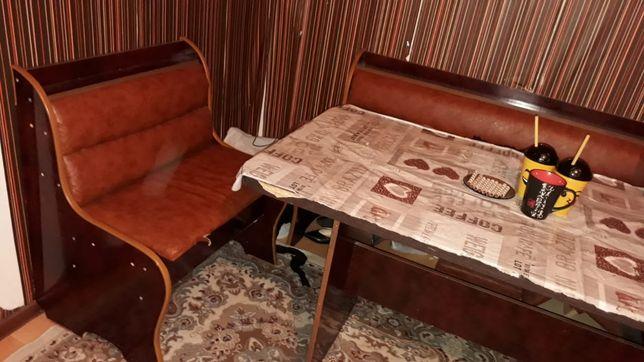 Срочно продам мебель диван и кухонный гарнитур.