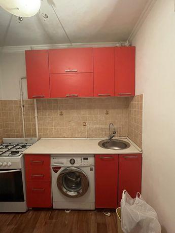 Продам срочно кухонный гарнитур стандартного размера!