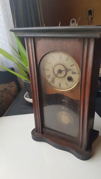 Стенен часовник Junghans