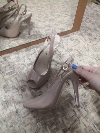 Продам бежевый туфельки
