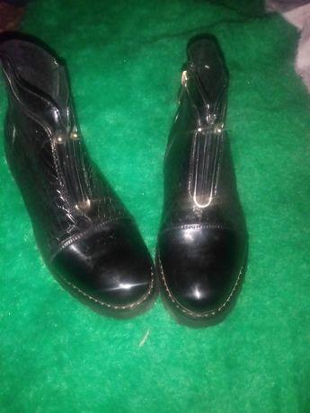 Размер обуви 37. Чёрная коженные