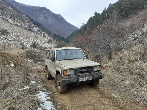Dezmembrez auto Isuzu-Trooper