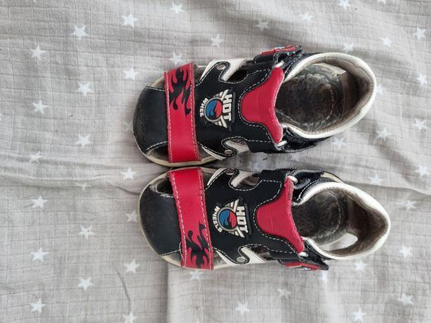 В отличном состоянии детская обувь(6 пар)