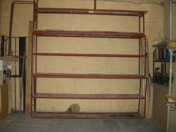 Метални стелажи за стоки и багаж