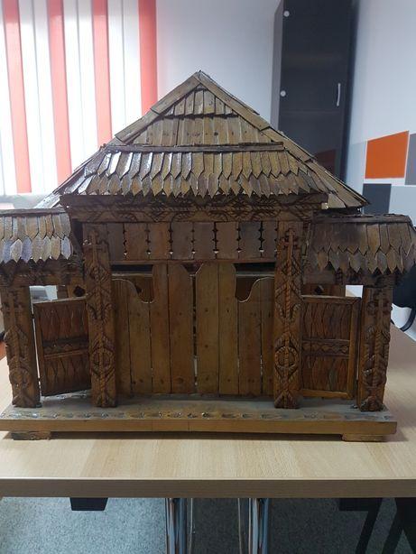 Vând machetă casă tradițională de lemn, lucrată artizanal 1971