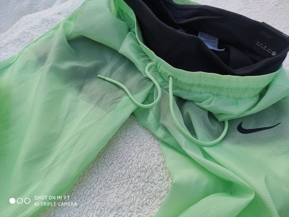 Nike уникална дамска долница оригинална М размер