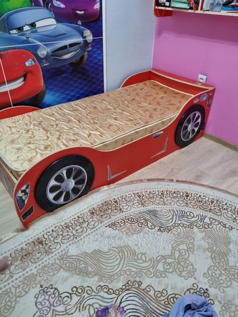 Продам детский кровать тачки в подарок книжная полка 6785.