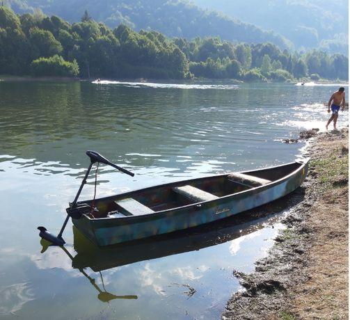 Barca pescuit cu motor electric