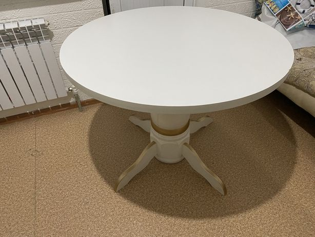 Стол кухонный белый цвет круглый хорошое состояние