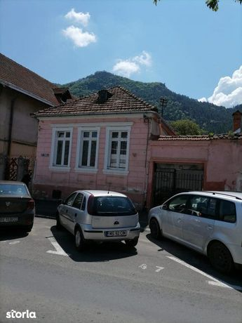 Corp de casa mansardabila in Poarta Schei
