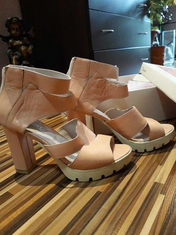 Дамски сандали в розово