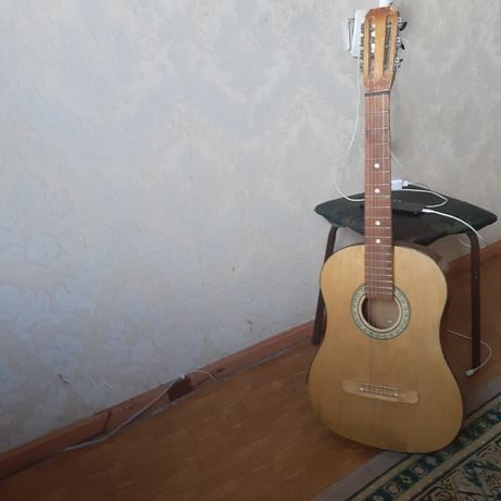 Продам гитару старый
