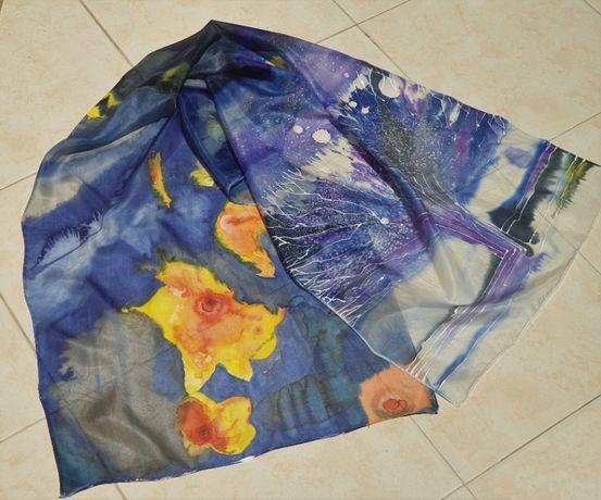 Шал, рисуван върху коприна със специални немски бои. дърво на живота