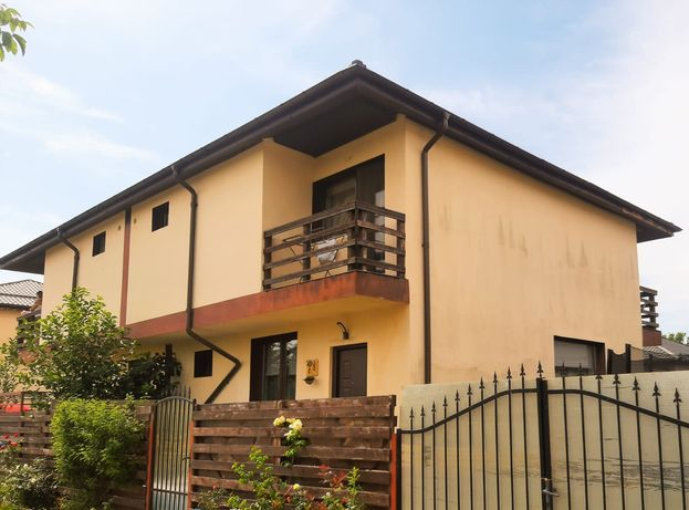 Vila (Duplex) de vânzare