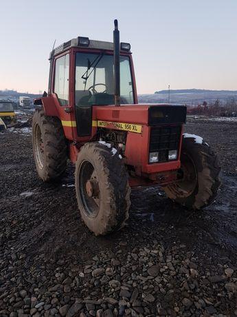 Dezmembrez Tractor Internațional 956 XL