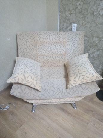 Продам кресла в хорошем состоянии. Диван в подарок)