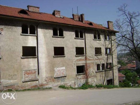 Сграда на 4 етажа в идеалния център на Габрово с РЗП 2100кв. м.