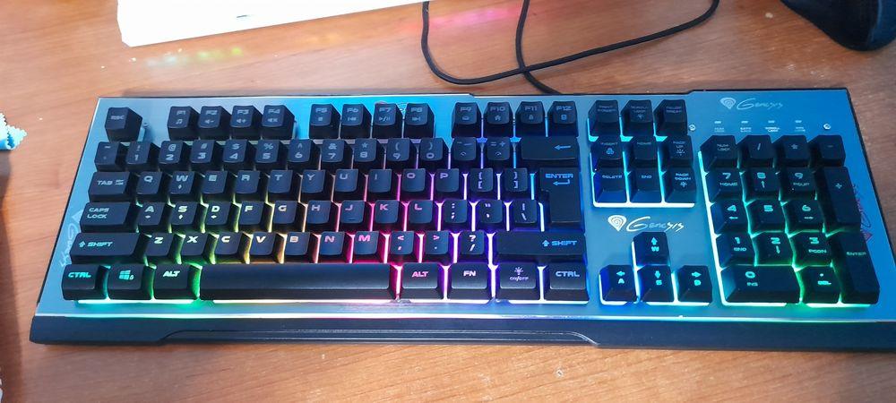 Vand tastatura gaming