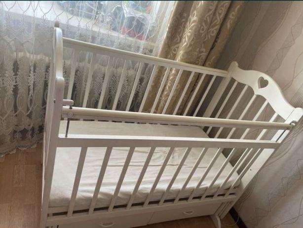 Продам детскую кровать от 0 и 4+