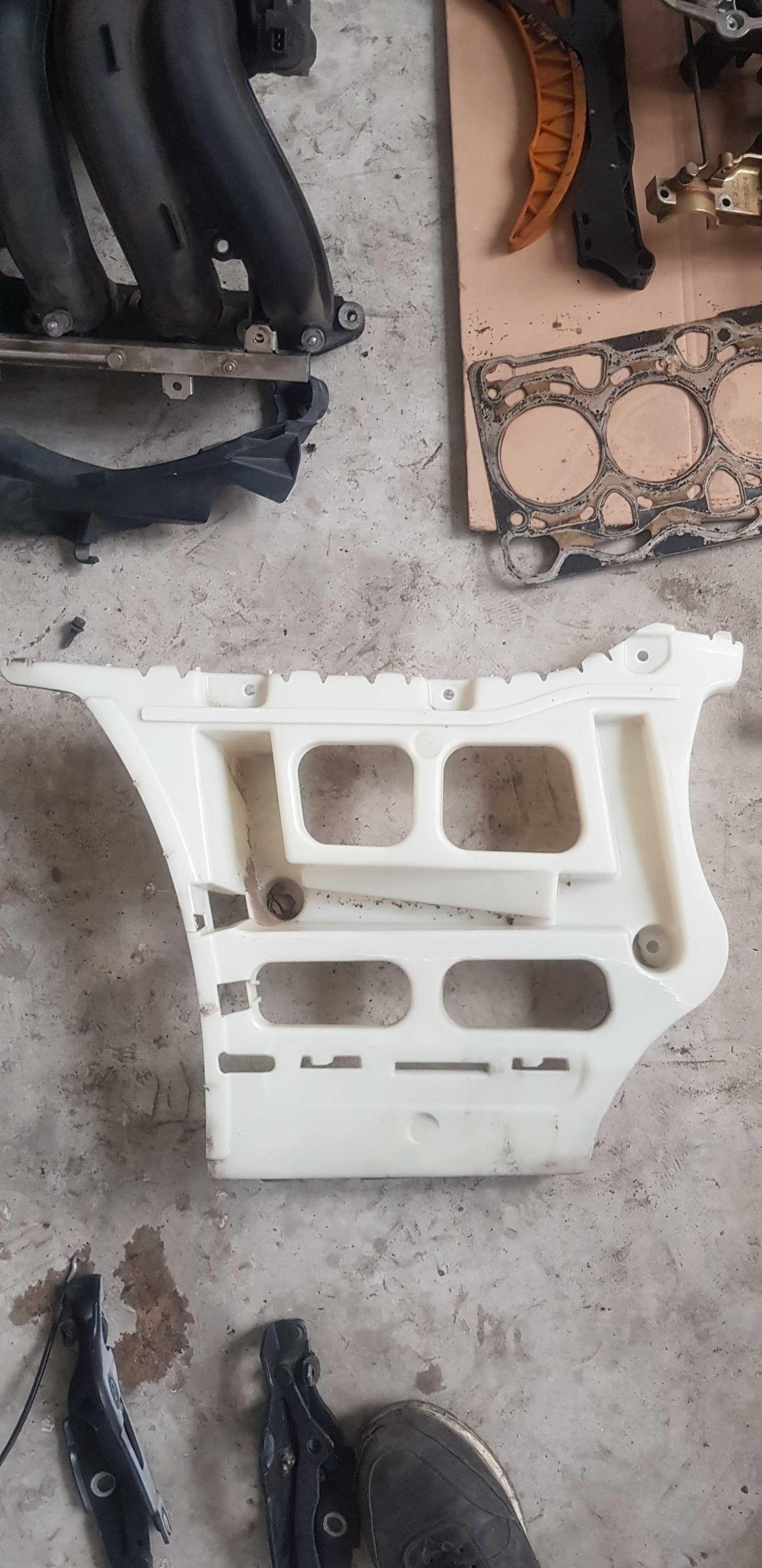 Ляв държач-/задна/-М-кова броня- /БМВ/BMW/-/е90/е91/-156кс.-N46N
