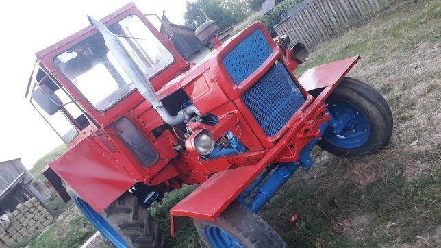 Vând tractor UTB 650