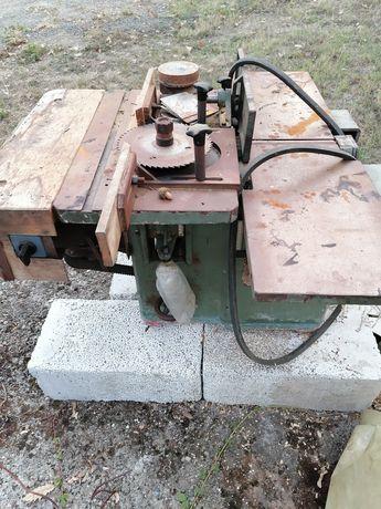Триоперационна дървообработваща машина