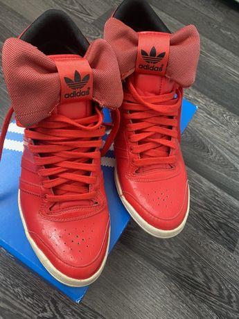 Дамски червени сникърси adidas с панделка като нови