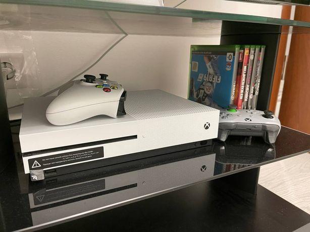 Продам Xbox one S 1tb, в отличном состоянии.