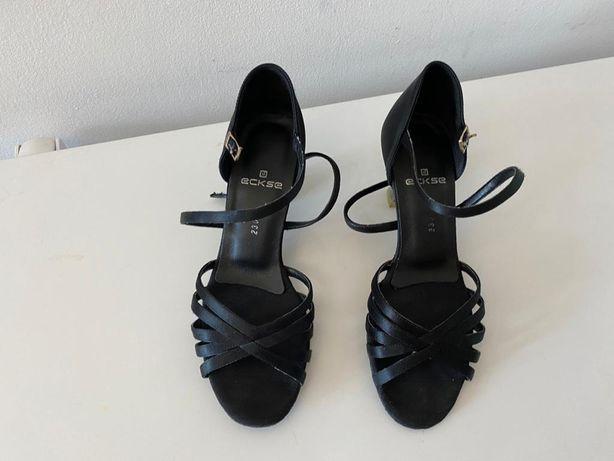 Обувь спортивно -бальных танцев