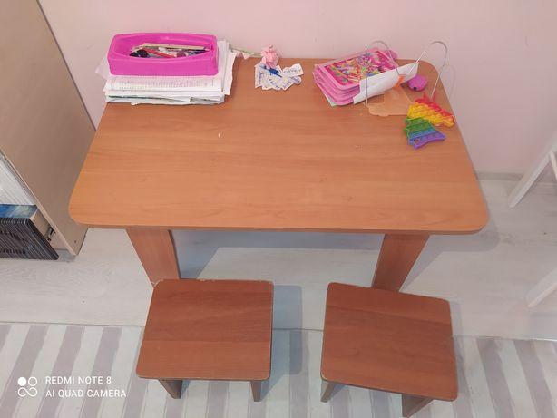 Продам стол стулья детский