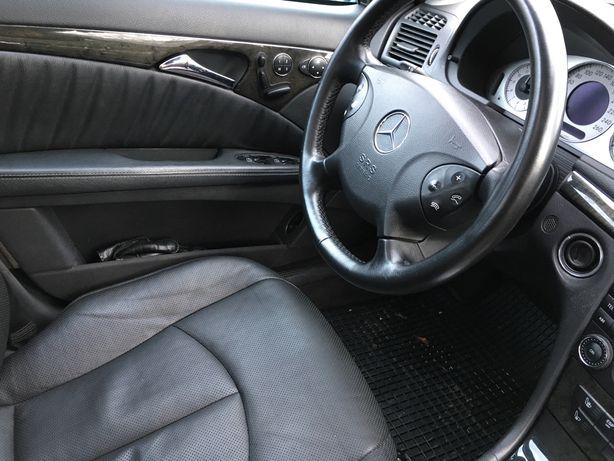 Dezmembrez Mercedes E- klass