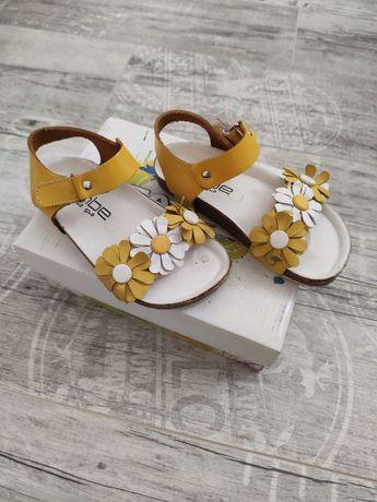 Sandale fete din piele nr. 25