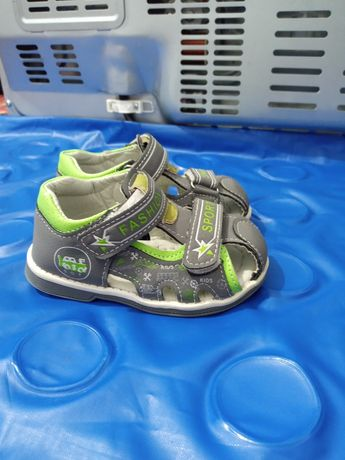 Детская обувь: сандалии, босоножки, сапоги, кроссовки