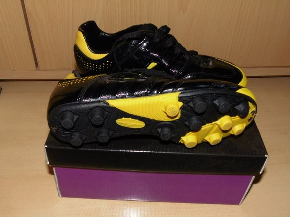 детски футболни обувки(бутонки)