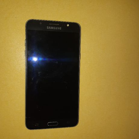 Телефон Samsung Galaxy J7