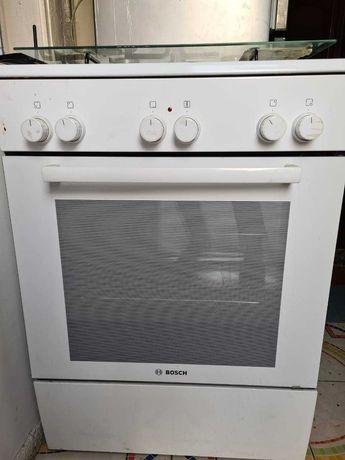 Продам новую газовую плиту Bosh c электрической духовкой.