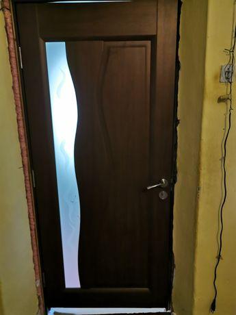Vand două uși noi modelul din poză