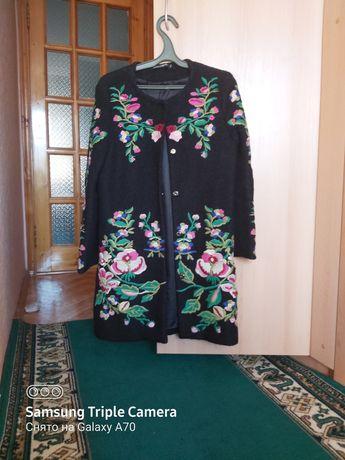 Продам женское пальто Dolce Gabbana