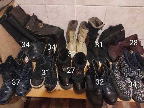 Много обуви в хорошим состоянии. Разные размеры.
