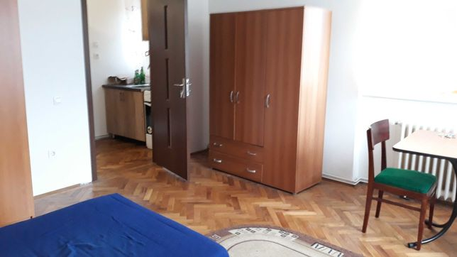 PF dau in chirie apartament 1 camera bucatarie baie zona Garii .