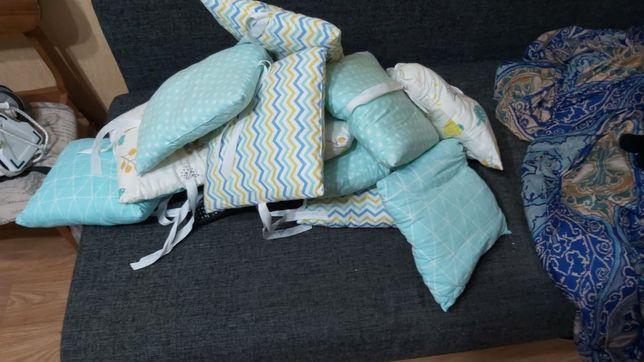 Комплект для манежи. Подушечки, одеяльце и простынь на резиночке.