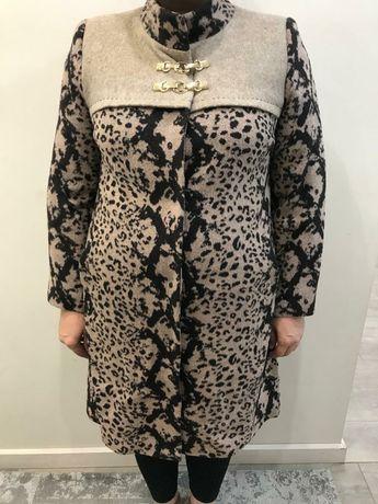 Продаётся женское кашемировая пальто